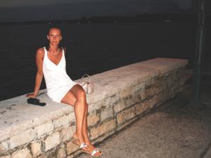 Худая с красивыми ножками - фото #2