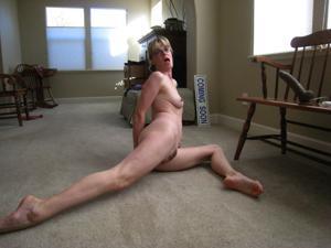 Худая милфа Анна сосет и трахается с дилдом - фото #11