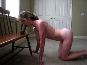 Худая милфа Анна сосет и трахается с дилдом - фото #26