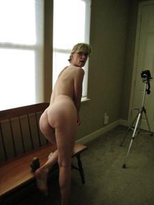 Худая милфа Анна сосет и трахается с дилдом - фото #35