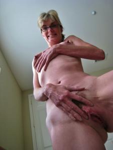 Худая милфа Анна сосет и трахается с дилдом - фото #40