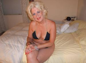Стриптиз 50-летней блондинки - фото #10