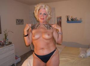 Стриптиз 50-летней блондинки - фото #12