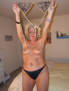 Стриптиз 50-летней блондинки