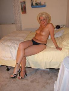 Стриптиз 50-летней блондинки - фото #15