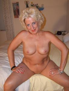 Стриптиз 50-летней блондинки - фото #16