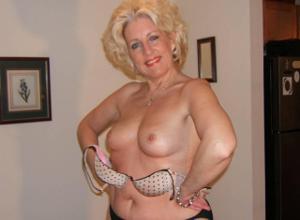Стриптиз 50-летней блондинки - фото #2