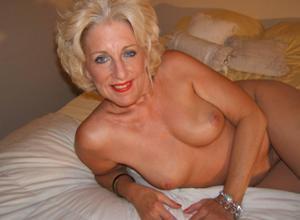 Стриптиз 50-летней блондинки - фото #20