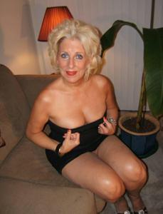 Стриптиз 50-летней блондинки - фото #21