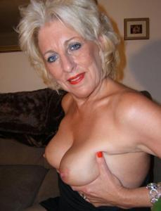 Стриптиз 50-летней блондинки - фото #22