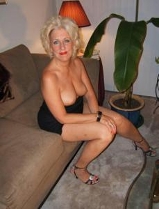 Стриптиз 50-летней блондинки - фото #24