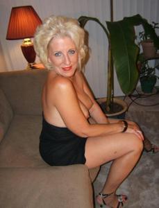 Стриптиз 50-летней блондинки - фото #25