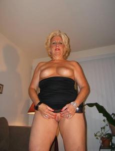 Стриптиз 50-летней блондинки - фото #27
