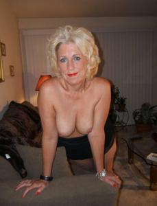 Стриптиз 50-летней блондинки - фото #29