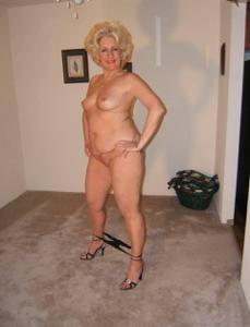 Стриптиз 50-летней блондинки - фото #3