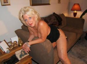 Стриптиз 50-летней блондинки - фото #32