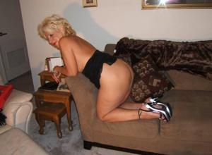 Стриптиз 50-летней блондинки - фото #33