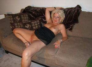 Стриптиз 50-летней блондинки - фото #35