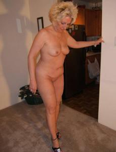 Стриптиз 50-летней блондинки - фото #4