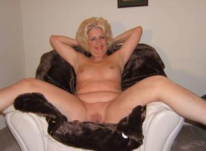 Стриптиз 50-летней блондинки - фото #9