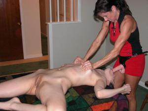 Сильная массажистка выебала девушку - фото #4