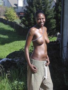 Улыбающиеся голые негритянки - фото #14
