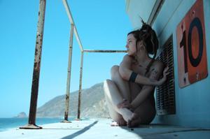 Посмотрите пару минут на фото голых девушек с дредами - фото #16