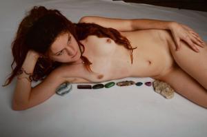 Посмотрите пару минут на фото голых девушек с дредами - фото #17