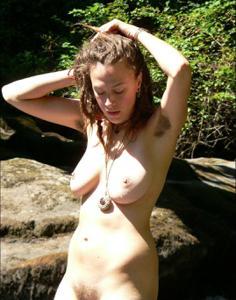 Посмотрите пару минут на фото голых девушек с дредами - фото #19