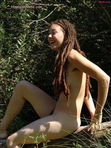 Посмотрите пару минут на фото голых девушек с дредами - фото #9
