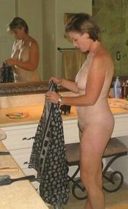 Женщина показывает не только сиськи - фото #10