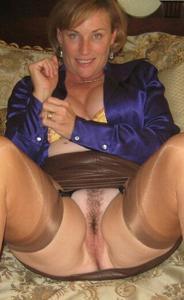 Женщина показывает не только сиськи - фото #48