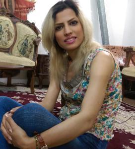 Девушка из Ирана спокойно сосет и ебется с двумя