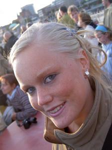 Красивая улыбка немки - фото #12