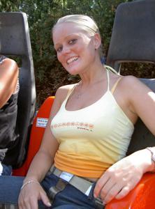 Красивая улыбка немки - фото #19