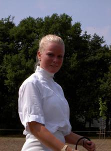Красивая улыбка немки - фото #29