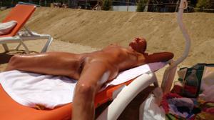 Нудистки на диком пляже - фото #14
