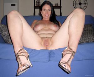 Возбудила своего мужчину раздвигая ноги, пришлось сосать - фото #1