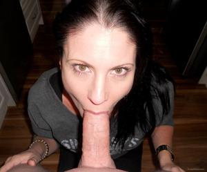Возбудила своего мужчину раздвигая ноги, пришлось сосать - фото #6
