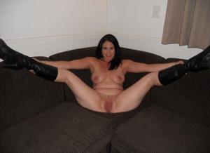 Возбудила своего мужчину раздвигая ноги, пришлось сосать - фото #7