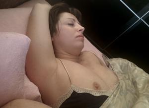 Худая симпа дрочит киску со скуки - фото #10