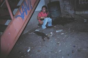 Уличный писсинг пьяных баб - фото #17