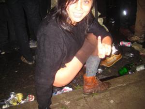 Уличный писсинг пьяных баб - фото #20