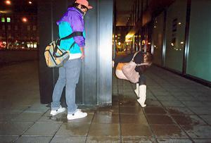 Уличный писсинг пьяных баб - фото #23