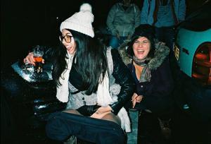 Уличный писсинг пьяных баб - фото #7