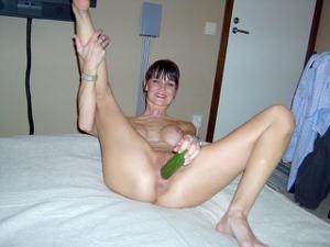 Бутылки, овощи, все идет в дело - фото #42