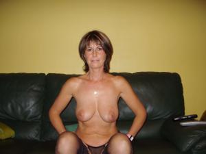 Миловидная домохозяйка - фото #1