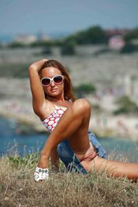 Летом, многие девушки трусики не носят - фото #19