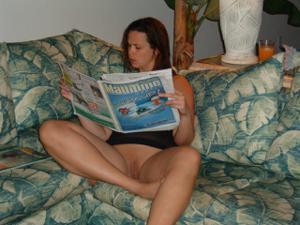 Летом, многие девушки трусики не носят - фото #22