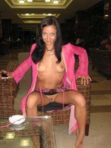 Летом, многие девушки трусики не носят - фото #27